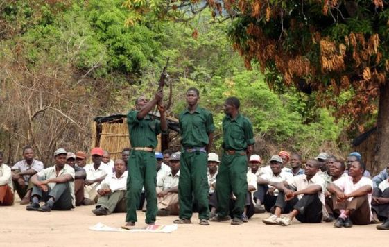 Homens da Renamo acusados de terem raptado e assassinado líderes comunitários em Muxúnguè
