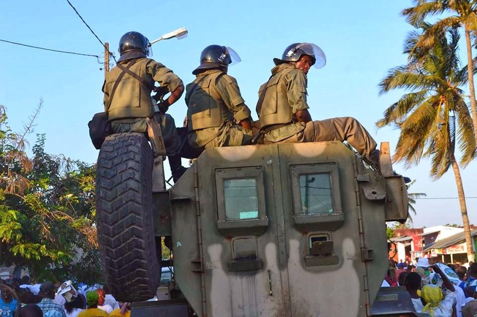Homens da FIR flagrados extorquindo passageiros