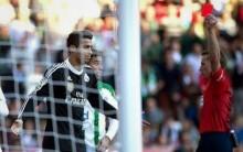 Cristiano Ronaldo desnorteado, agride adversário e é expulso (vídeo)
