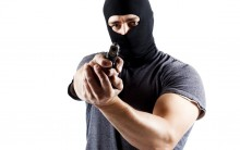 Assaltantes carregam ATM do BCI na Matola